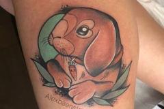 inferno-tattoo-barcelona-neotradicional-alex-baens-mediano-pierna-conejo
