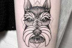perro-terrier-tattoo-alex-baens-brazo-geometrico-dotwork-tamaño-mediano
