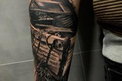 realismo-negro-gris-annie-blessok-barca-mar-playa
