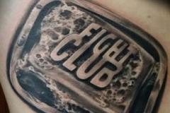 inferno-tattoo-barcelona-realismo-negro-y-gris-christian-kurt-bieber-mediano-brazo-club-de-la-lucha
