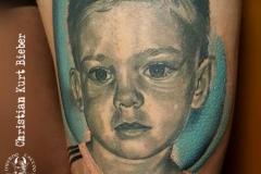 inferno-tattoo-barcelona-christian-kurt-bieber-retrato-nino-685x1024