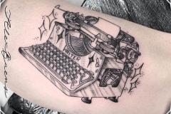 maquina-escribir-tattoo-blackwork-alex-baens