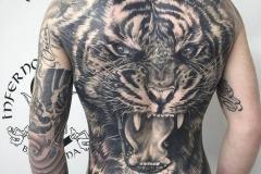 inferno-tattoo-barcelona-2018-joel-federico-tigre-espalda-completa-negro-gris