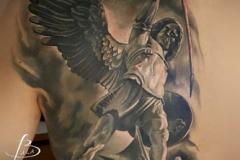 inferno-tattoo-barcelona-realismo-negro-y-gris-christian-kurt-bieber-grande-espalda-arcangel