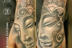 inferno-tattoo-barcelona-rostro-indhu-mano-mandala-negro-gris-christian-kurt