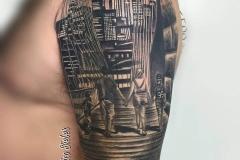 inferno-tattoo-barcelona-joel-federico-brooklin-realista-puente-negro-gris
