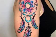atrapasueños-tatuaje-ilustracion-watercolor-alexbaens-brazo-hombro-mediano