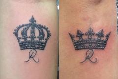 inferno-tattoo-barcelona-ilustracion-marcelo-entattoo-pequeño-brazo-corona-rey-reina