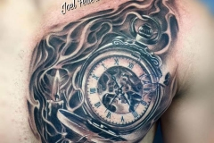 inferno-tattoo-barcelona-pecho-lateral-joel-federico-reloj-maquinaria