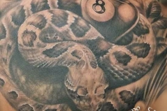 inferno-tattoo-barcelona-serpiente-negro-gris-espalda-joel-federico