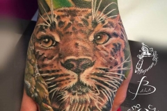 inferno-tattoo-barcelona-leopardo-mano-joel-federico