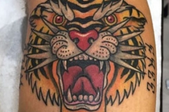 inferno-tattoo-barcelona-marcelo-entattoo-mediano-pierna-tigre-color