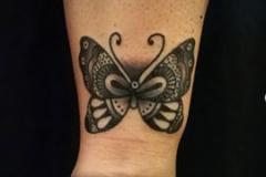 inferno-tattoo-barcelona-old-school-fernando-morano-mediano-mariposa-negro-