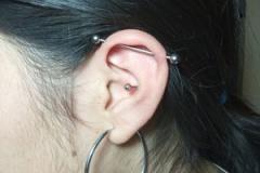 piercing-industrial-oreja-anillado-barcelona-perforacion-1