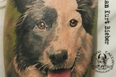 inferno-tattoo-barcelona-realismo-color-christian-kurt-bieber-grande-pierna-gemelo-retrato-perro