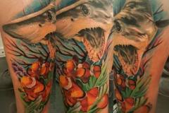 inferno-tattoo-barcelona-realismo-color-christian-kurt-bieber-grande-pierna-gemelo-tiburon