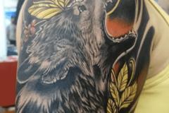 detalle-tatuaje-lobo-realismo-con-neotradi
