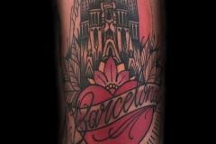 inferno-tattoo-barcelona-paisaje-ciudad-tradicional-neotradicional-antebrazo-barcelona-convention-819x1024