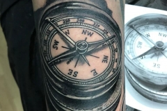 inferno-tattoo-barcelona-raul-leone-brujula-768x1024