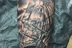 raul-leone-inferno-tattoo-barcelona-tatuaje-barco