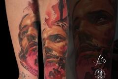 inferno-tattoo-barcelona-christian-kurt-bieber-antebrazo-retrato-cristo-color-grande