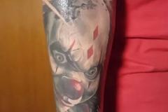 inferno-tattoo-barcelona-christian-kurt-payaso-color-toy-grande-brazo