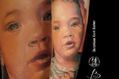 inferno-tattoo-barcelona-christian-kurt-retrato-realismo-grande-color-brazo