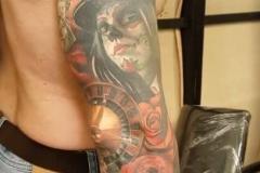 inferno-tattoo-barcelona-christian-kurt-usa-calvera-ruleta-juego-color-realismo-grande-brazo