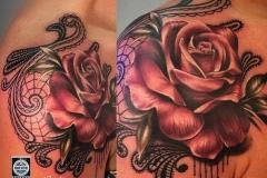 inferno-tattoo-barcelona-realismo-color-hindu-joel-federico-bieber-mediano-hombro-rosa