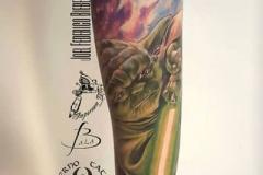inferno-tattoo-barcelona-realismo-color-joel-federico-bieber-grande-brazo-antebrazo-yoda