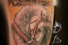 inferno-tattoo-barcelona-realismo-color-joel-federico-bieber-grande-pierna-muslo-caballo-oeste