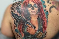 realismo-color-joel-federico-bieber-espalda-omoplato-grande-cathrina-pistola-jpg-1
