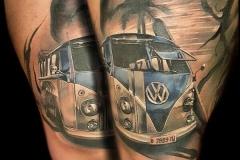 realismo-tatuaje-furgoneta-christian-bieber-inferno-tattoo-barcelona