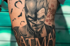 joker-batman-tattoo-negro-gris-hector-mateos-inferno-tattoo-barcelona
