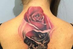 hector-mateos-inferno-tattoo-barcelona-realismo-color-rosa