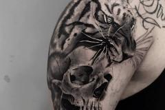 hector-mateos-inferno-tattoo-barcelona-realismo-negro-gris-1
