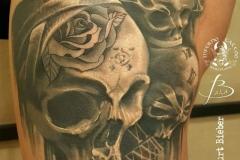 inferno-tattoo-barcelona-christian-kurt-calaveras-negro-gris-2017