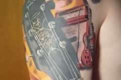 inferno-tattoo-barcelona-christian-kurt-guitarra-electrica-marshall-grande-color-hombro-brazo
