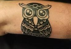 inferno-tattoo-barcelona-old-school-fernando-morano-mediano-buho-negro