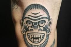 inferno-tattoo-barcelona-old-school-fernando-morano-mediano-mascara-gris