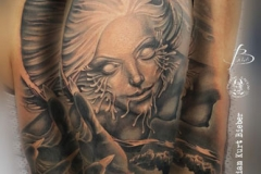 inferno-tattoo-barcelona-realismo-negro-y-gris-christian-kurt-bieber-grande-brazo-retrato-1