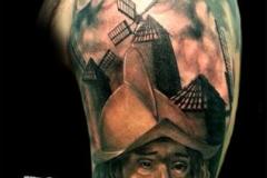 inferno-tattoo-barcelona-realismo-negro-y-gris-christian-kurt-bieber-grande-brazo-retrato-quijote-y-molino