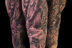 inferno-tattoo-barcelona-realismo-negro-y-gris-joel-federico-bieber-grande-brazo-angeles