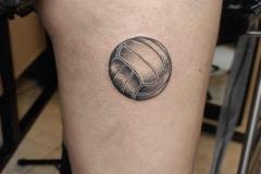 ilustracion-balon-clasico-alba-galban-blackwork-inferno-tattoo-barcelona