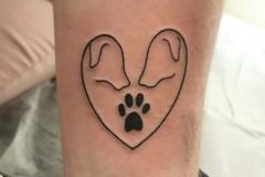 ilustracion-marcelo-entattoo-pequeño-brazo-corazon-perro