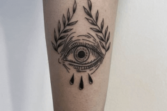 ojo-ilustracion-black-work-pequeño-tattoo-alba-galban