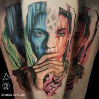 Realismo color, Christian Kurt Bieber. Tatuaje grande en pierna del feminismo y república.