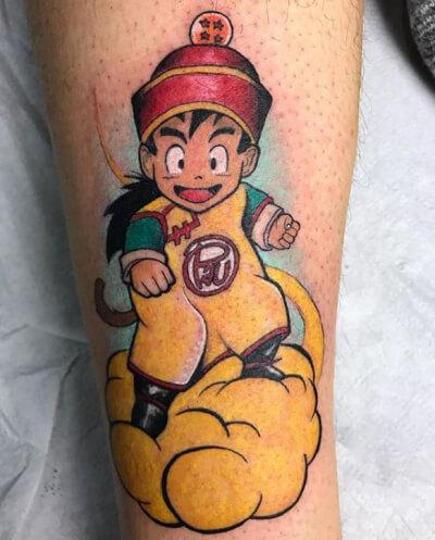 Ilustración, Álex Baens. Tatuaje mediano en pierna de bola de dragón.