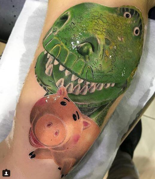 Ilustración, Héctor Mateos. Tatuaje mediano o grande en pierna de Toy Story.