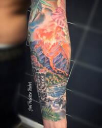 Realismo color, Joel Federico Bieber. Tatuaje grande en brazo de volcán hawaii.